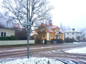 Det lilla gula huset på Stallhagsgatan har bytt ägare igen. Även denna gång låg priset på nästan 9 miljoner kronor.