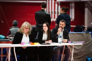 Domare håller koll på de tävlande.