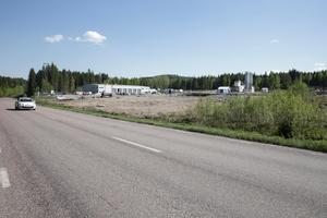 Här vid Gonäsvägen skulle det vid den här tiden ha rått stor byggaktivitet. Men byggandet av ett bussgarage lär inte komma i gång förrän tidigast våren 2019.