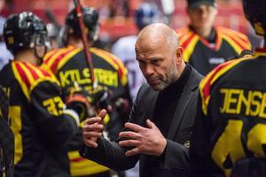 Tommy Sjödin coachar i Brynäsbåset. Nu väntar HV på bortaplan. Det senaste lag Brynäs besegrade för övrigt.