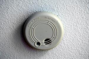 Se till att ha både brandvarnare och gasolvarnare i ditt rullande hem – det är en billig livförsäkring. Foto: TT