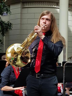 Isak Jonsson, valthorn, var en av konsertens solister. Bild: Ulla Hörnell