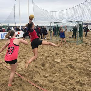 Stefan Eriksson berättar att det finns två typer av beachhandboll, där en premierar bland annat