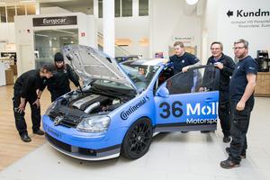 Gillar att meka och köra racerbil. Från vänster Oskar Nyman,  Elin Karlsson, Robin Karlsson, Bernt Nordlund och Magnus Karlsson.