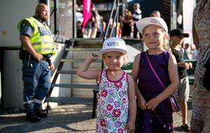 Systrarna Elina och Elli Nygren hade åkt från Sollefteå för att träffa idolerna Samir och Viktor.