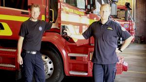 Brandmännen Christian Thunström, Fagersta, och Niklas Erksson, Avesta, har deltagit i räddningsarbetet vid skogsbranden i Torgås utanför Lima. Nu är de tillbaka på stationen i Fagersta och är hela tiden beredda på att rycka ut om det blir en brand i den torra marken även här.