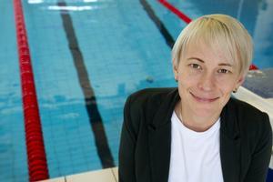 Johanna Thorsell enhetschef bad, sportcentrum och ishall. Här vid en bassäng på Fjärran Höjderbadet.