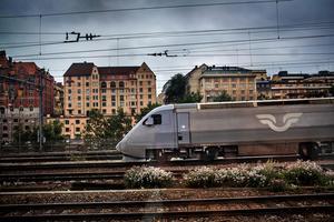 När vi driver på för att bygga höghastighetståg tvekar vissa och föredrar långsammare tåg.