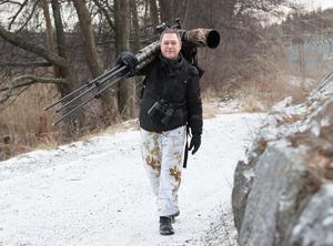 Per Karlsson fotograferar främst i närområdet, trakterna runt Södertälje. När han började fota, på 1980-talet, blev det mycket landskap, macrofotografering men även ett och annat rådjur.  Det var först 2016 som han började fota däggdjur och fåglar på allvar.