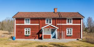Gården i Skinnskatteberg är en av veckans mest klickade. Foto: Länsförsäkringar Fastighetsförmedling Arboga