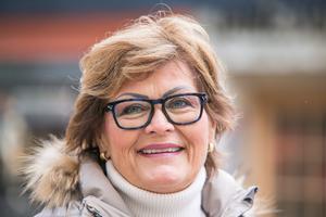 """""""Det är flott"""", säger Marit Sandberg från Trondheim om  tvåvåninghuset. """"Jag är i Östersund flera gånger per år. Det är en trevlig by""""."""