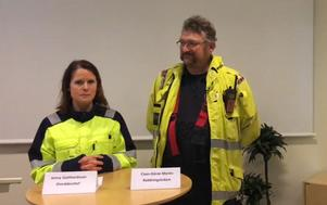 Jenny Gotthardsson, områdeschef, och Claes-Göran Morén, räddningsledare, under Bolidens presskonferens.