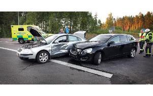 En trafikolycka inträffade på E16 vid avfart Svärdsjö vid 19-tiden i går. Foto: Staffan Björklund