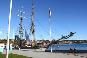 Briggen Tre Kronor af Stockholm besökte Sundsvalls hamn 2014.