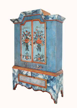Av alla Berglinmålade skåp är det här det som identifierats med den senaste dateringen. Det tillverkades 1798 till en Märta Ersdotter – Ersdoter med Berglins dialektala stavning.    Foto: