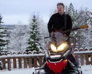 Basen och snöskotern, två favoritägodelar. Foto:Lena Nilsson.