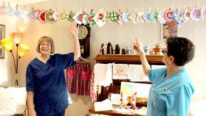 Det började med Christinas pannlappar. Nu kommer det nya saker hela tiden och utställningen som hon och Anita drog igång bara växer.