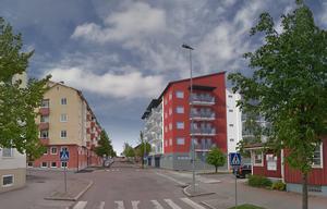 Till hösten 2020 är det tänkt att det rödvita nybygget med 52 lägenheter ska stå klart för inflyttning. Skiss: Ludvikahem