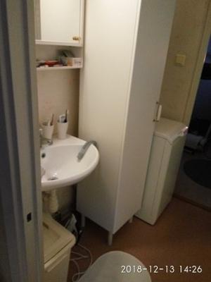 Badrummet som det ser ut nu, sett från köksingång ...
