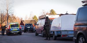 Det var på tisdagen som tungt beväpnad polis slog till på en adress i Krylbo.