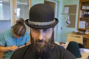 Daniel Widéns egendesignade plommonstop. Hattkursen på Bäckedal sätter fart på det kreativa skapandet.