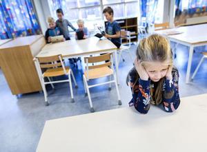 Antalet elever som sitter hemma som en följd av att de inte fungerar i skolan har ökat till 5500 enligt Kalla fakta. (Denna flicka är inte en av dessa barn.)
