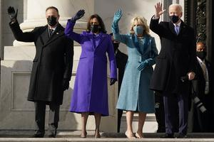 Joe Biden, hans fru Jill Biden, Kamala Harris och hennes man Doug Emhoff har anlänt till amerikanska kongressen för ceremonin. Foto: AP/TT