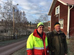 Utanför Anders Carlssons hus på Stensgatu står en lampa som inte fungerat sedan i våras.