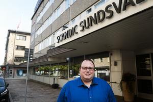 Björn Arnoldsson, hotellchef på Scandic, är nöjd med att hotellets rutiner visade sig fungera bra, men han upplevde det som svårt att finna information om avbrottet.
