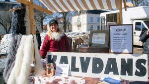Åsa Karlsson var sålde bland annat kalvdans, en efterrätt gjord på råmjölk. Som  kokas tillsammans med socker, salt och kanel och som sedan få stå en lång tid i ugnen på låg värme.