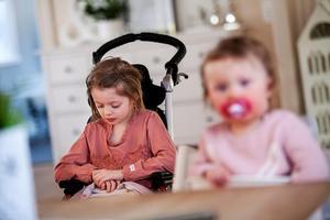 Minstingen Nowa har precis lärt sig att gå, men Mollie som är äldsta barnet i familjen kommer att tvingas lära sig gå igen.