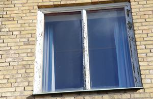 Samtliga fönster måste bytas ut på hela kommunhuset.