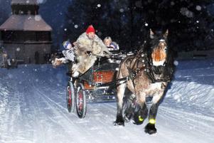 Tomtens tur med släde och häst går naturligtvis förbi Åre gamla kyrka.