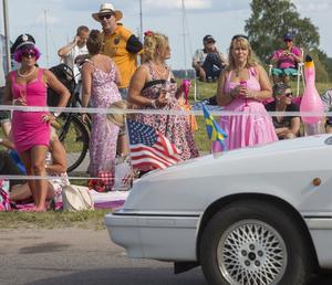 Många besökare var uppklädda för Summer Meet.