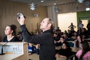 Daniel Zerbst arbetade med en, enligt honom, enklare kamera för att visa att det inte behövs dyr teknik till att göra film.