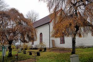 Gökhems kyrka får totalt 2,5 miljoner för renovering och underhåll.