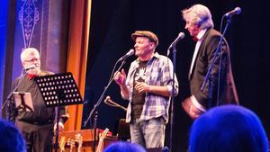 Peter Carlsson både sjöng och drog roliga historier.