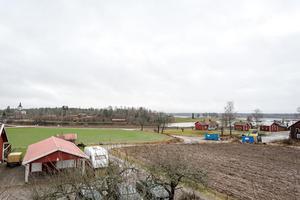 Vy från balkongen. Foto: Svensk Fastighetsförmedling Sala.