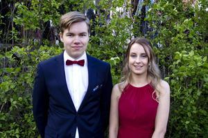 William Larsson och Matilda Wigren har pluggat ekonomi i samma klass.