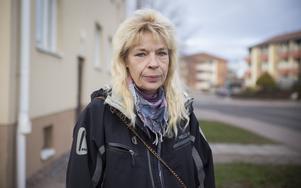 Lena Andersson var en av de som väcktes av skotten.– Det känns obehagligt och otryggt, säger hon.