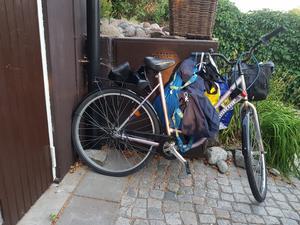 På garageuppfarten, till ett par på Viksäng, stod en cykel som de inte visste ägaren till. Senare får de reda på att den tillhör en inbrottstjuv som precis gjort inbrott hos paret - samtidigt som de var hemma.  Foto: Privat