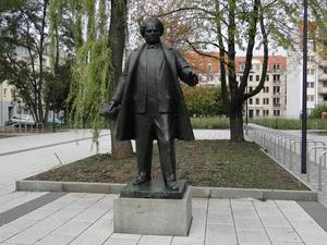 Martin Andersen Nexø står staty i Dresden, sydöstra Tyskland.