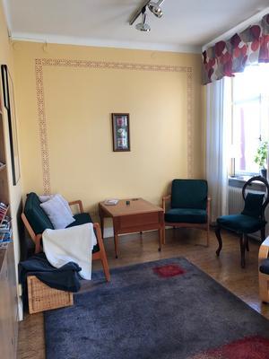 Väntrummet hos Iréne Brednert tandläkarpraktik i Falun såg ut så här före omvandlingen... Foto: Emelie Eriksson