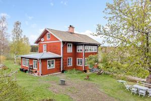 Huset har helrenoverats genom åren med början 2001. Foto: Länsförsäkringar Fastighetsförmedling Ludvika
