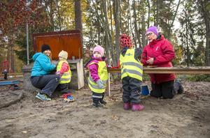 Rose-Marie Nylander och Nina Myhrgren arbetar på Haga förskola.