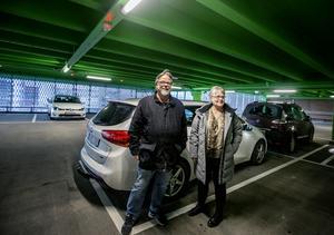 Morgan och Monica Haraldsson från Hallsberg var bland de första som parkerade i det nya parkeringshuset.