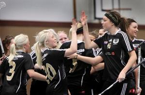 Tvillingarna Frida och Hanna producerade massvis med poäng tillsammans med Linn Ekermalm (till höger) under tiden i Köping