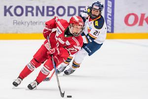 Annie Svedin i Modos tröja. Men de närmate veckorna är det blågult som gäller för Sundsvallstjejen. Bild: Erik Mårtensson/Bildbyrån