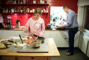I den gemensamma matsalen serveras varje kväll en husmansrätt och en vegetarisk rätt. Maten är också anpassad för dem som är laktos- eller glutenintoleranta.