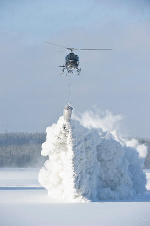 Tusentals ton kalk har spridits i Västernorrland. Foto: Leif Wikberg